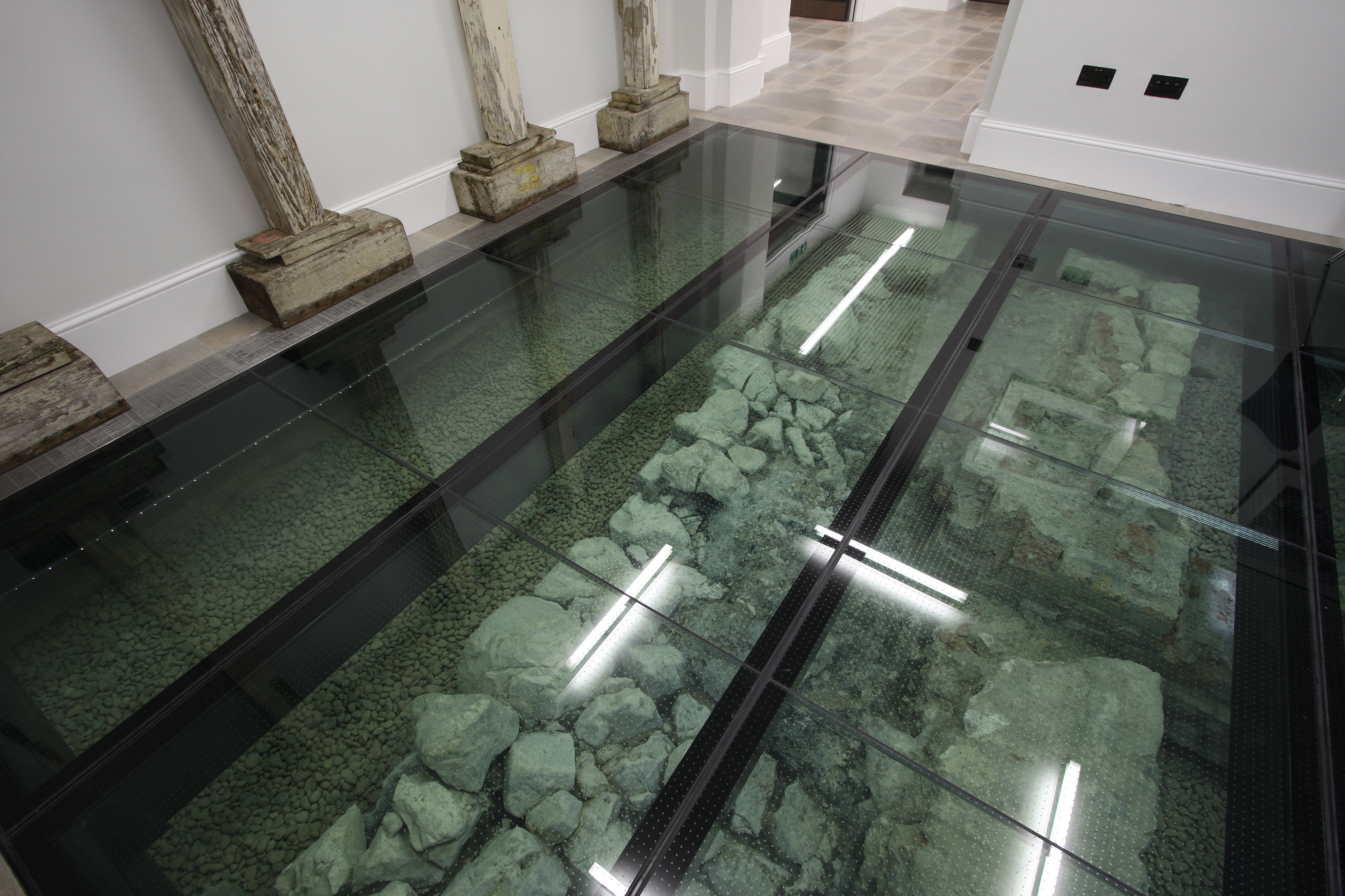 Walk-on Glass Floor