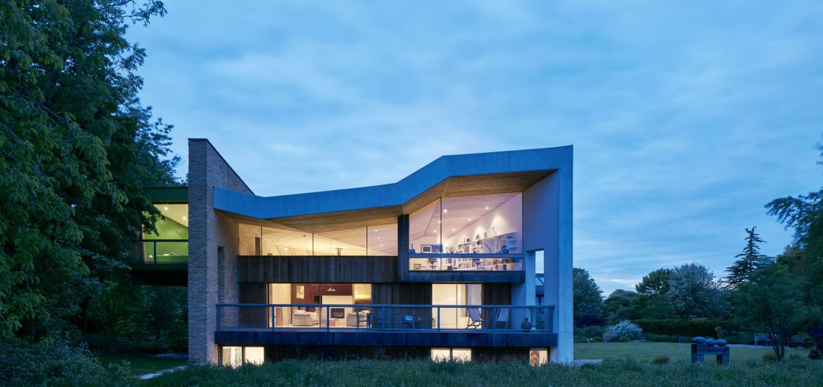 Bespoke shaped structural glass facade to luxury home with minimal silicone joints